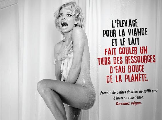 La scène de la douche avec Pamela Anderson fait des vagues pour une alimentation écologique