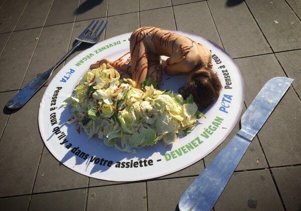 Pensez à ceux qui sont dans nos assiettes