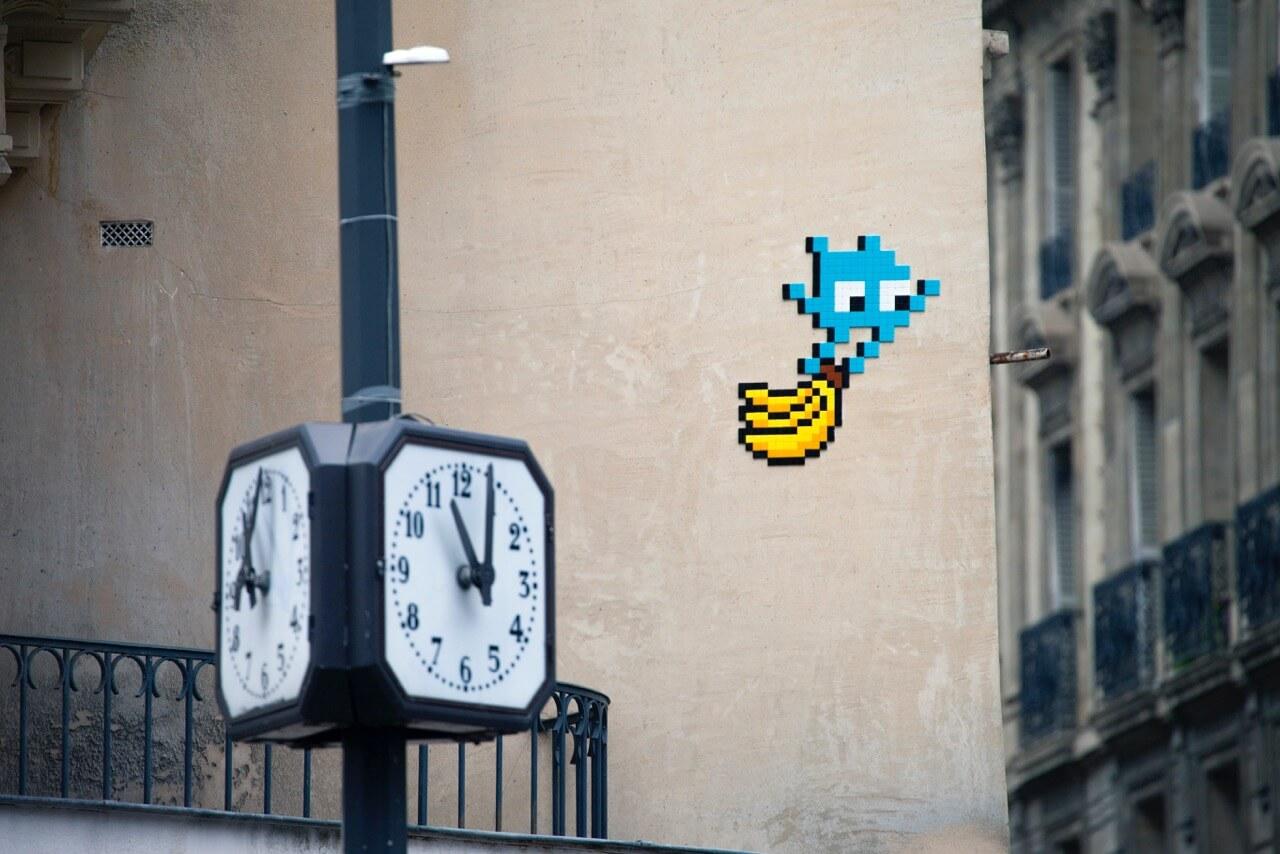 Paris décorée de messages pro-légumes par Invader