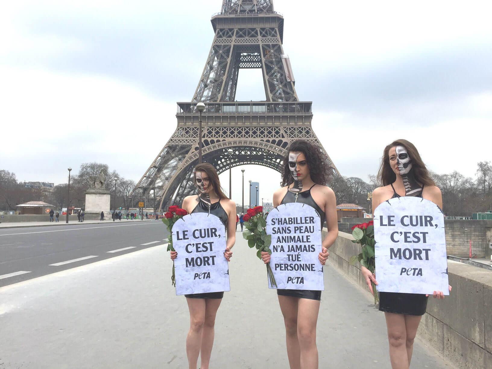 Des mannequins morts-vivants se lèvent contre l'utilisation de peaux animales à Paris