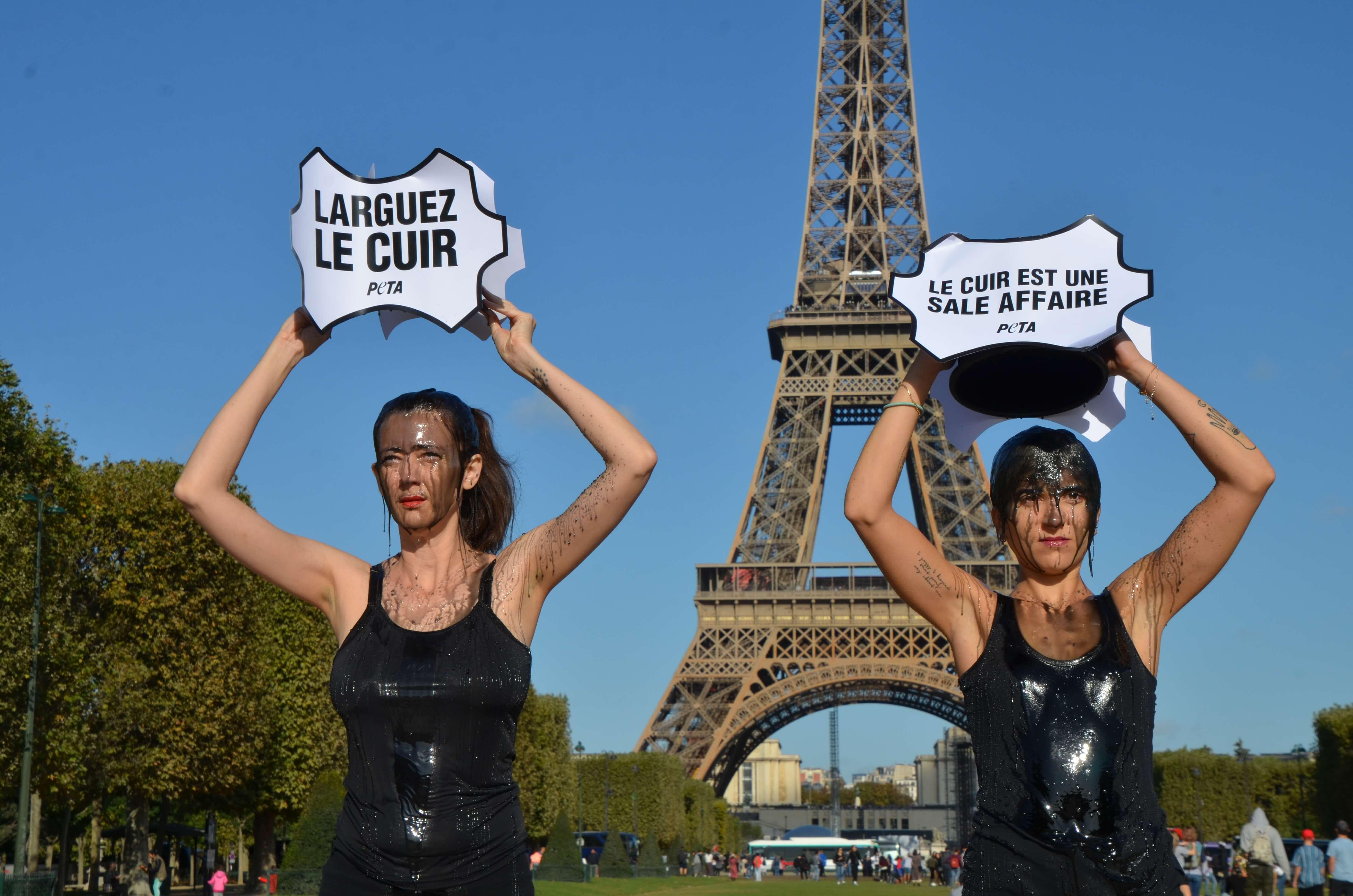 La Paris Fashion Week salie de «boue toxique» pour souligner l'impact environnemental du cuir