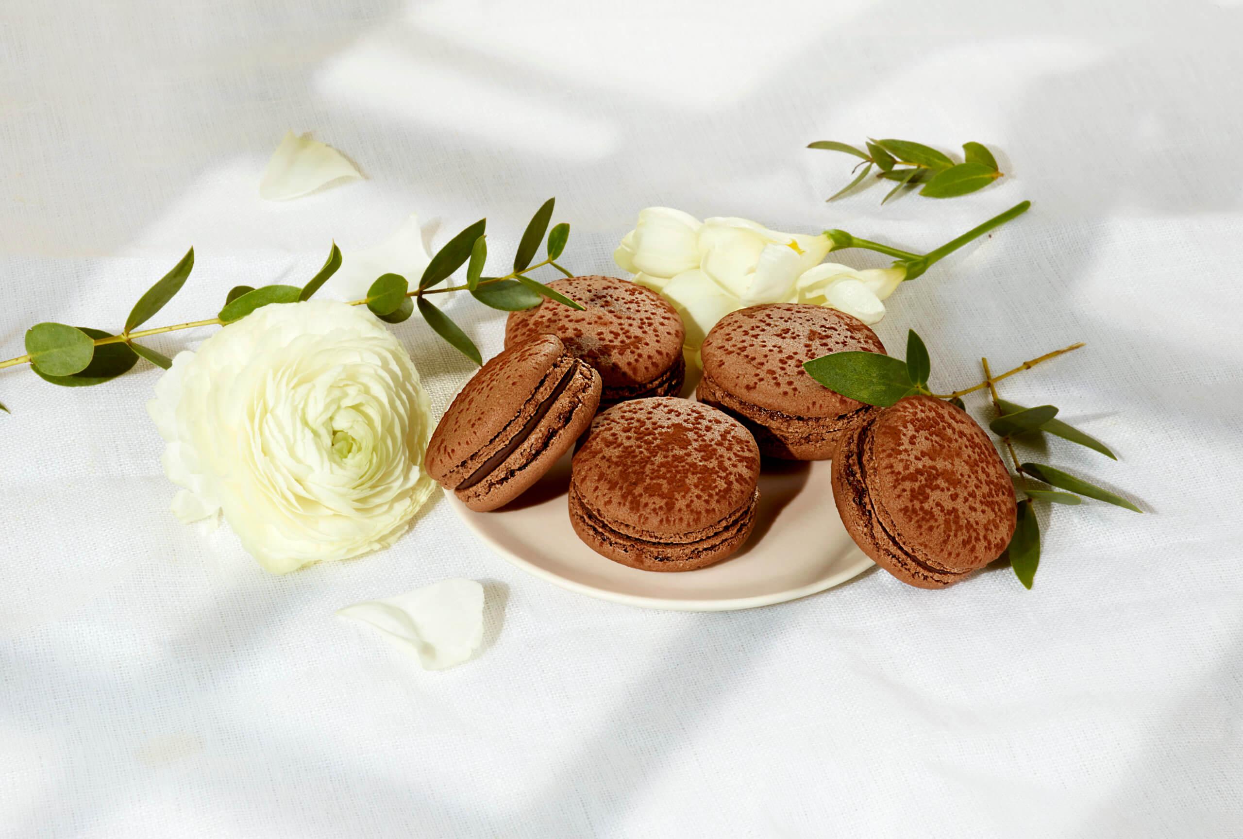Ladurée lance sa première gamme de macarons végans en France !