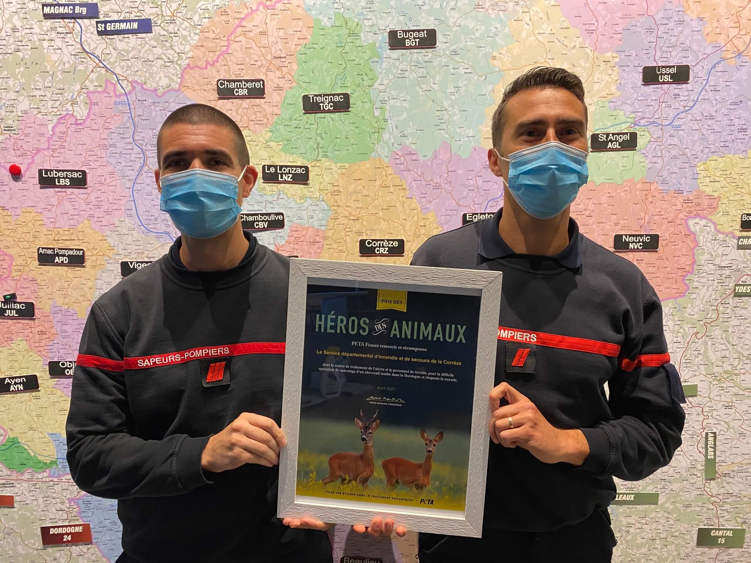 Les pompiers du SDIS19 reçoivent le «Prix des Héros pour les animaux» de PETA
