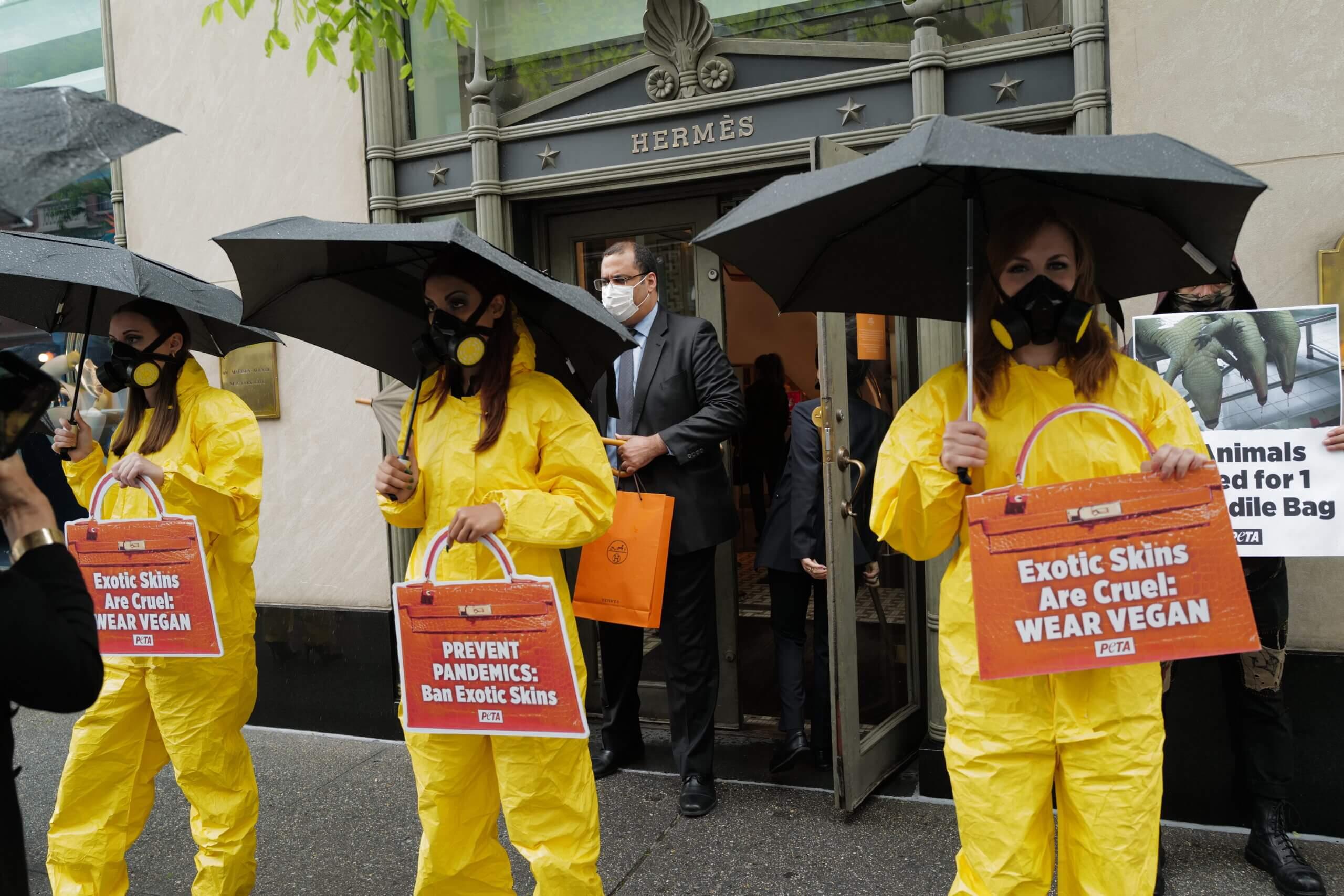 De Sydney à New York des militants appellent Hermès à bannir le cuir exotique